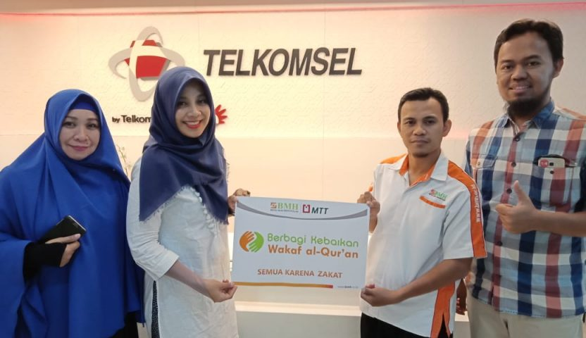Program Wakaf Alquran BMH Disupport MT Telkomsel
